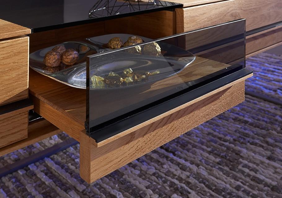 Mit einer geräumigen Schublade wird dein Couchtisch zum  praktischen Partner in deinem Wohnzimmer.