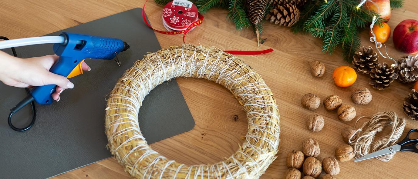 Wimmer Wohnkollektionen - Weihnachtsdeko aus Holz DIY Nusskranz - Anleitung Schritt 1