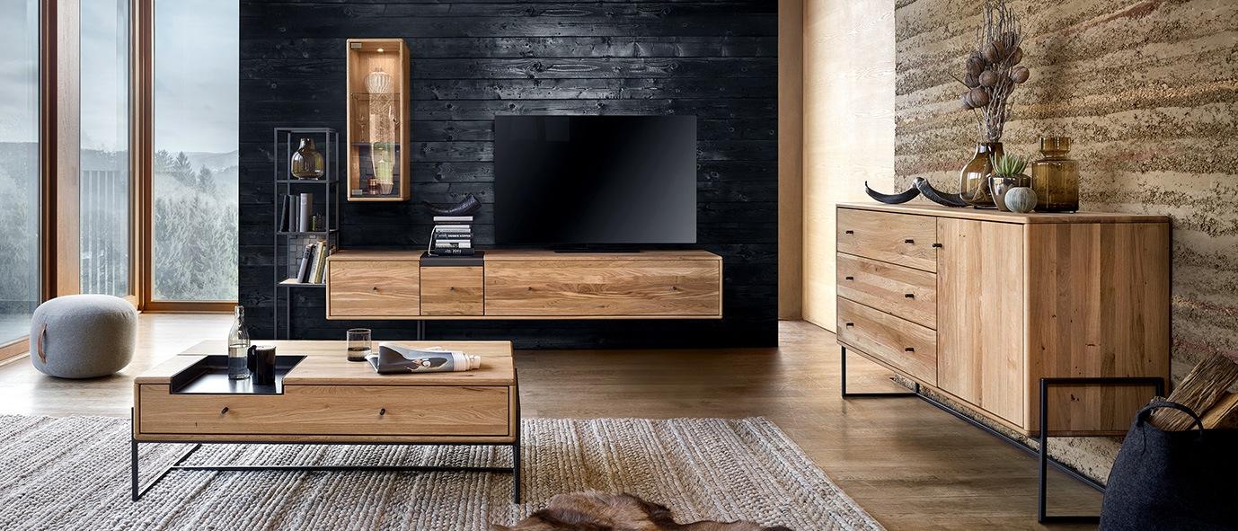 Massivholzmöbel sind Unikate. Möbelstücke aus unserer Kollektion VENCER, rustikale Ast-Eiche bianco
