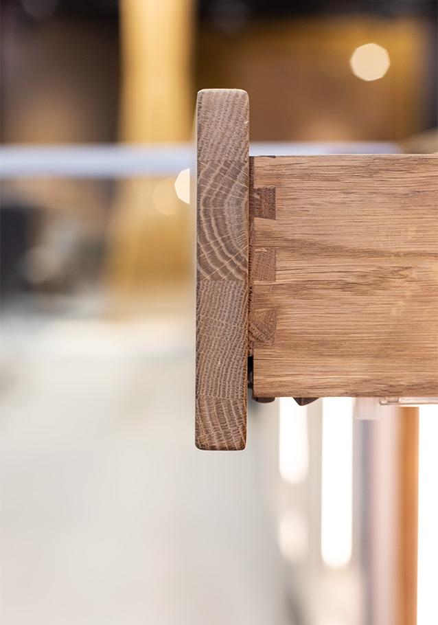 Handwerkskunst: die halb verdeckte Schwalbenschwanz-Verbindung