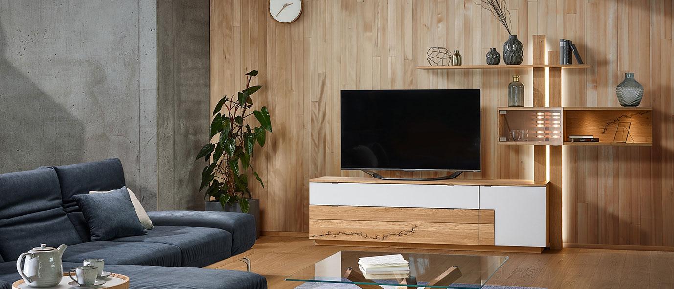 Wimmer Wohnkollektionen: Moderne TV-Möbel verziert mit dem Lichtenberg-Verfahren.