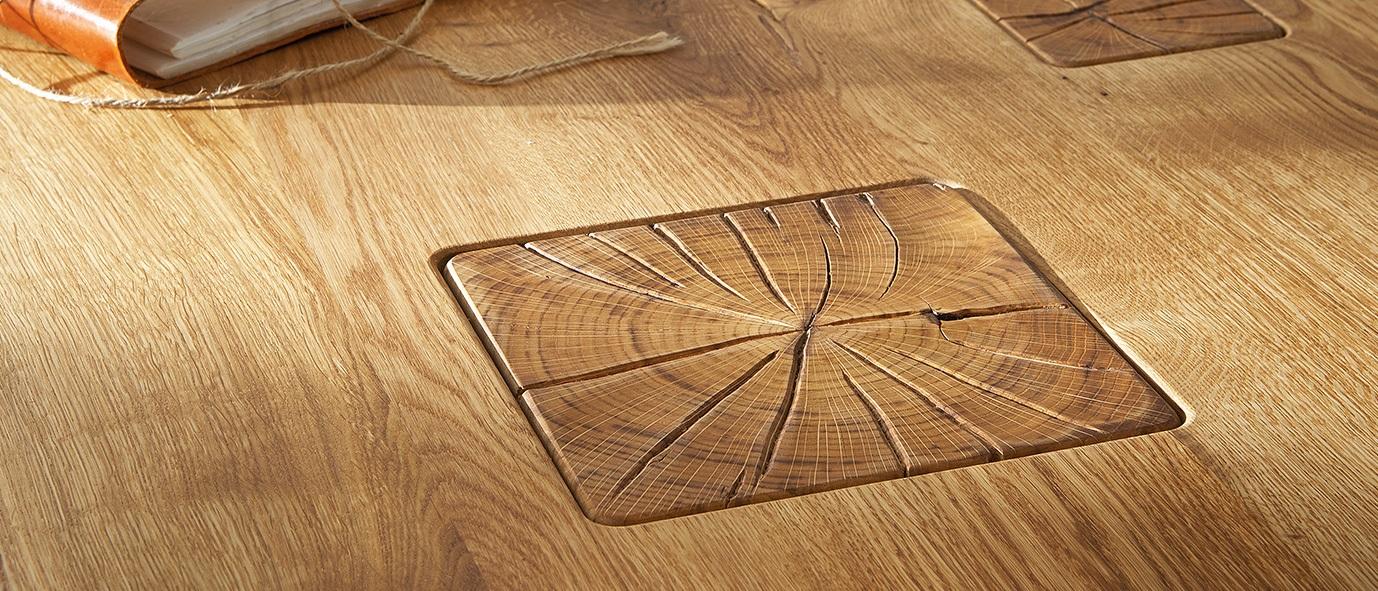 rustikaler Esstisch Z30 aus unserer Kollektion ZWEIGL: Massivholz mit ausdrucksstarkem Stirnholz