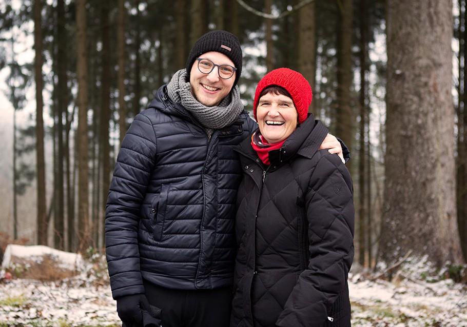Wurzelgeber-Pflanzaktion: Frau Rodler freut sich über unser Engagement