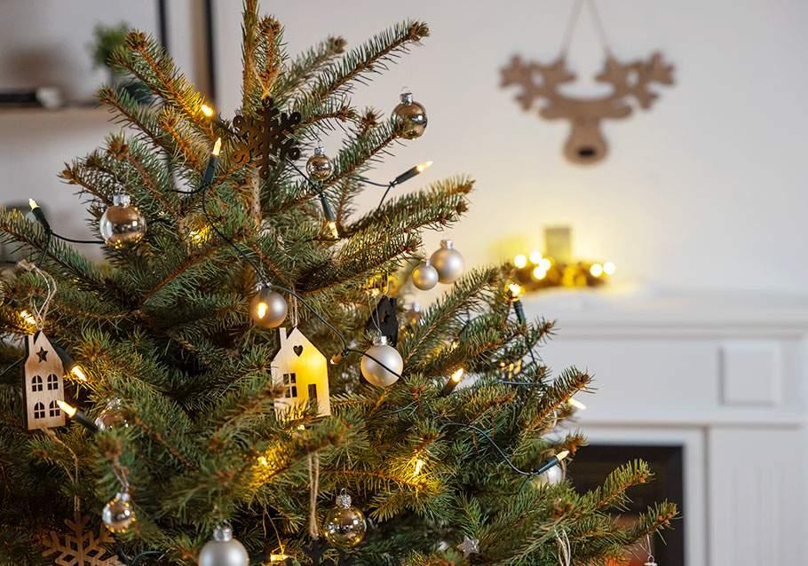 Wimmer Wohnkollektionen: Warme Lichter am Weihnachtsbaum