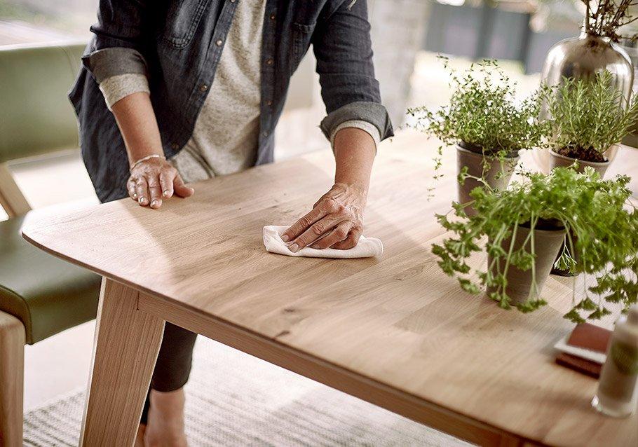 Massivholzmöbel sind leicht zu reinigen und zu pflegen.