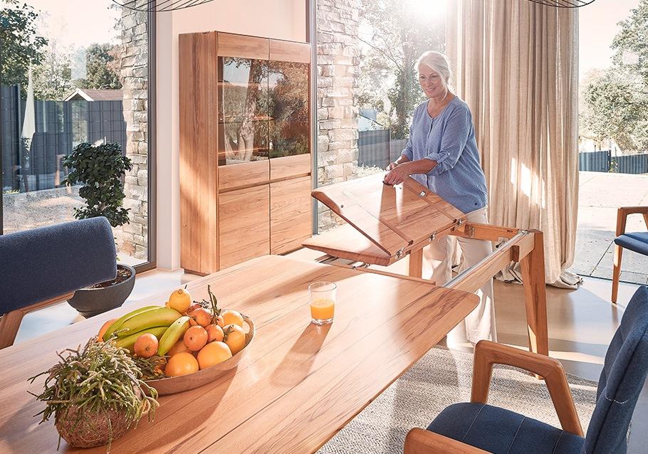 Mit einer cleveren Auszugsfunktion schaffts du im Handumdrehen mehr Platz an deinem Esstisch: Kollektion NYON