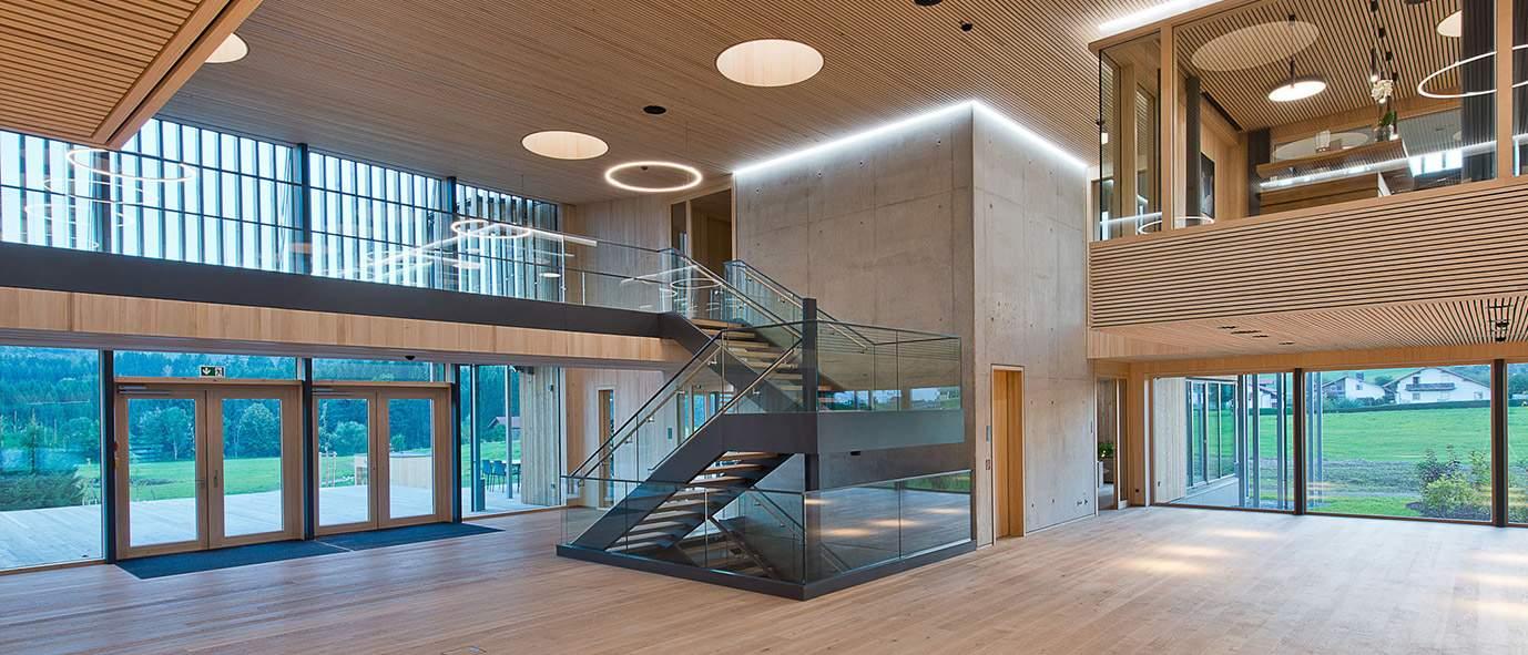 Wimmer Wohnkollektonen : Firmengebäude - Innenansicht Foyer