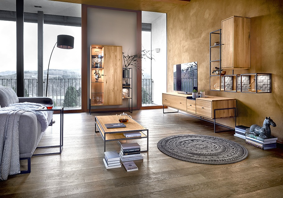 modernes Design im Wohnzimmer mit unserer Kollektion VENCER, Wohnwand, Couchtisch & Vitrine aus rustikaler Ast-Eiche bianco