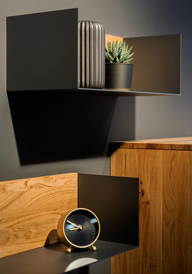 Wimmer Wohnkollektionen: Der erdige Farbton in Graubraun be rooted!® ist ein echter Hingucker.