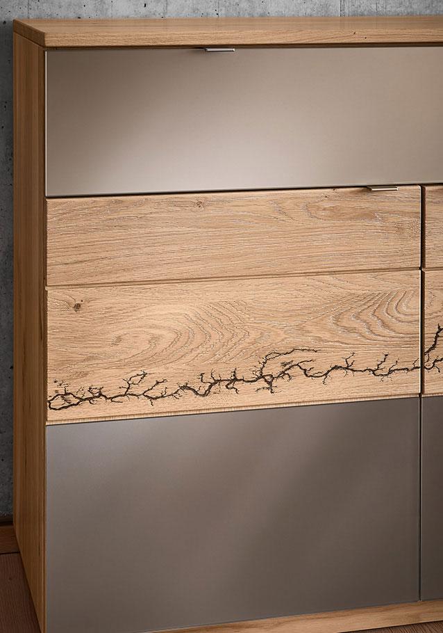 Wimmer Wohnkollektionen: Die Kollektion SIGNATURA  ist durch die Lichtenberg-Ornamente etwas ganz besonderes