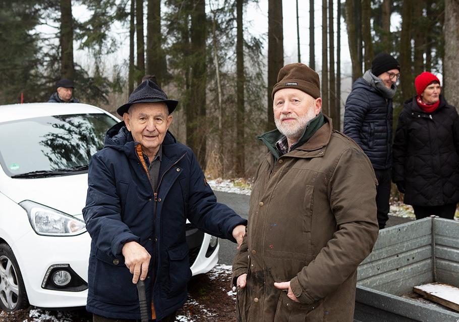 Wurzelgeber-Pflanzaktion: Georg Rodler Senior mit Förster Erwin Pauli