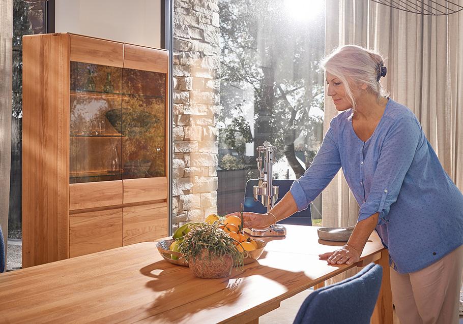 Massivholzmöbel sehen nicht nur klasse aus, sie haben auch fünf entscheidende Vorteile gegenüber Möbeln aus anderen Materialien.