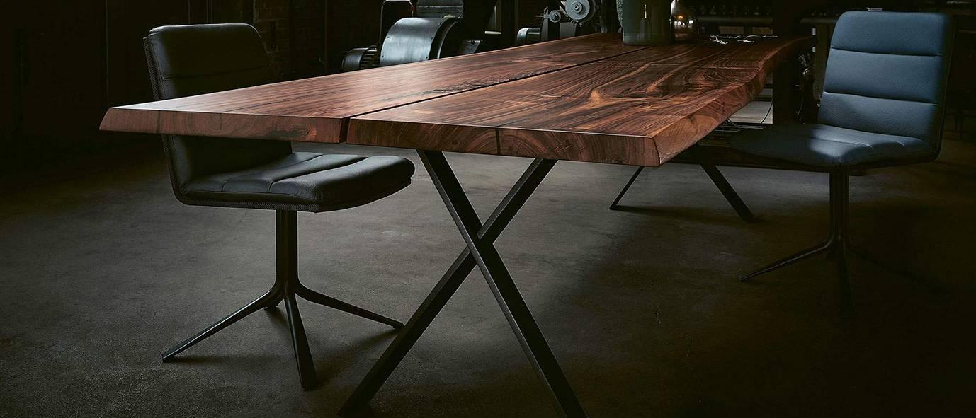 Wimmer Wohnkollektionen: Dunkles Nussbaum-Holz