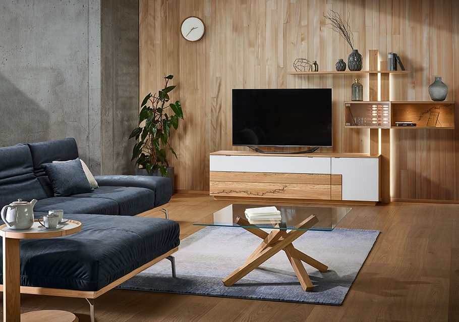 luftige Wohnwand mit Kabelmanagement aus unserer Kollektion SIGNATURA, rustikale Ast-Eiche bianco
